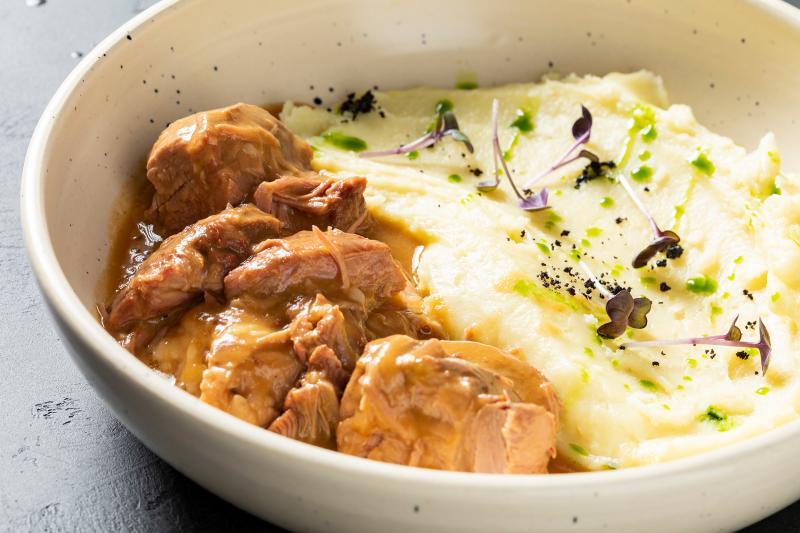 Баранье плечо с картофельным пюре
