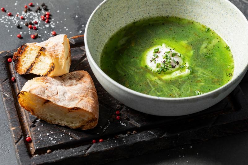 Щавелевый суп с яйцом пашот